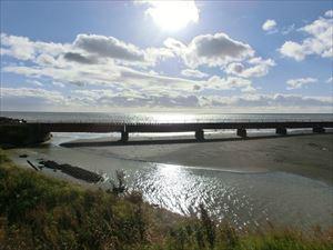日高線の鉄橋と夕日