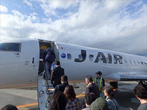 小さなジェット機で秋田へ