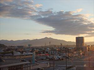 秋晴れの早朝の秋田市街