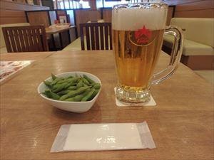 千歳空港  ビールで読書