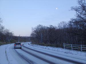 初冬の月 じっと見る余裕なし