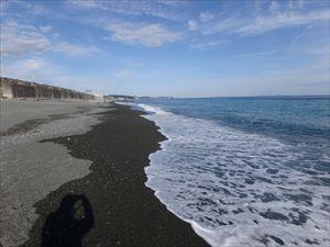 東京方向に広がる砂浜