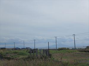 遠く、駒ヶ岳が見える風景