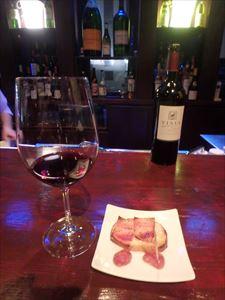 「ワインバームートン」で 赤ワインをいただく