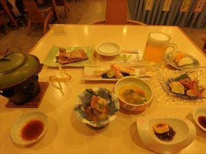 豪勢な夕食に舌鼓 シジミ汁もついていた!