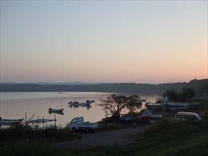 朝焼けの網走湖 「早起きは三文の徳」