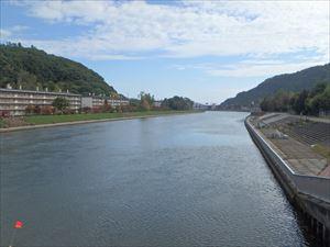 きれいな網走川を渡る