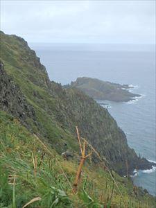 急な崖のそばを通る 少しびびる