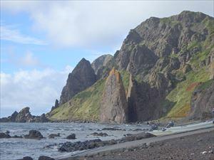 きれいな地蔵岩 観光客もいっぱい