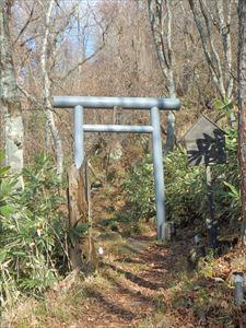 水神社入り口