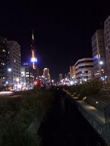ロマンチックな 創成川とテレビ塔
