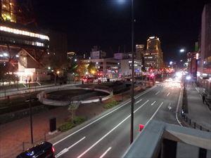 寒いけどきれいな 創成川通り カップルが一組いた