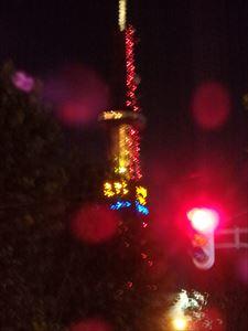 幻想的なテレビ塔のネオン