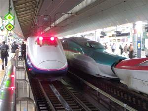 新幹線が一挙に3列集合