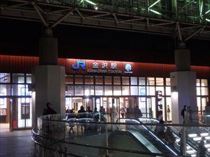 夜の金沢駅 人が沢山いました