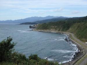 江差方面の きれいな海岸線 沖には奥尻島が見える また行ってみたい