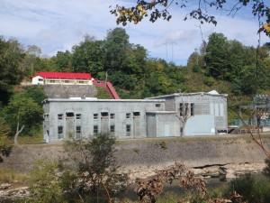古い作りの王子製紙の 発電所 まだ現役とのこと