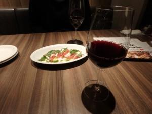 赤ワインと おいしいカルパチョ