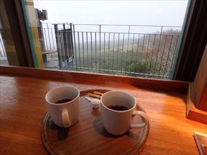 霧雨模様で寒かった 暖かいコーヒーが 有難い