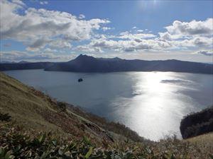 とても良く晴れた摩周湖 摩周岳は雲の下だった
