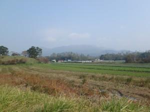 かすむ有珠山と 広がる畑