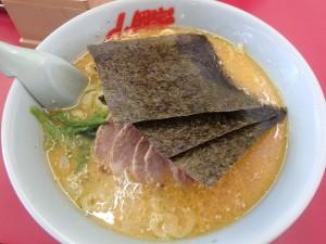 太い麺がしこしこして スープとよくからみ 大変美味だった