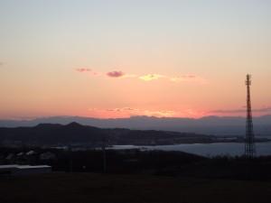 渡島半島が 夕焼けに染まる