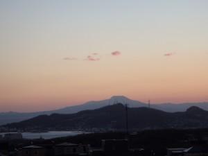 夕焼け空の測量山と 駒ヶ岳