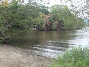 湖に到着 池の湯が近い