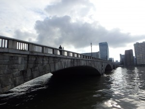 信濃川の新潟市のシンボル 萬代橋