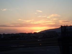 きれいな伊丹空港の夕日