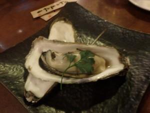 サロマの牡蠣を 白ワインとともに