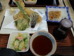 お昼は「こがね」で 天ぷら定食をおいしくいただく