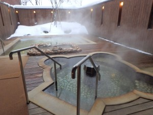 気持ちのいい露天風呂 独り占めだが、ちと寒い
