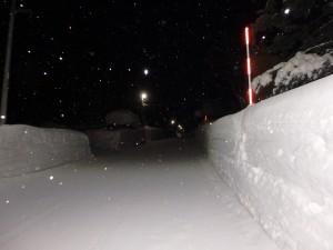 2m以上ありそうな雪の壁
