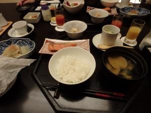 宿の朝食をおいしくいただく 食べすぎて太った!