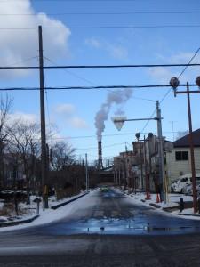 室蘭の象徴でもある 新日鉄の煙突の煙