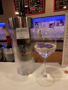 おいしい白ワインに こころも踊る