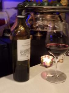 赤ワインで手もぶれる 酔ってはいない、けっして