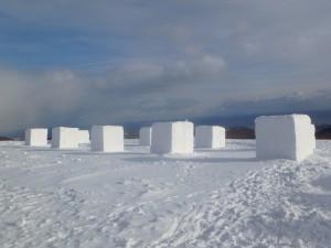 雪像になるのを待つ 雪のブロック