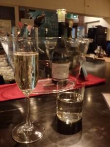 一人寂しく白ワイン