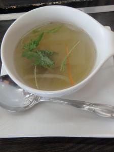 セロリの香りがいい テールスープ おいしくいただく