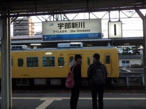 学生さん達と 列車を待つ なんか懐かしい