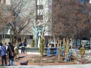 大通公園の彫刻 北海道マラソンもよろしく