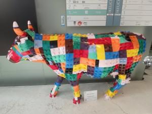 カラフルな牛 以前、札幌駅かニセコで見た