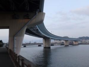 室見川と高速道路