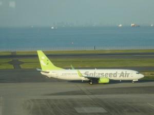 ソラシド・エアーの旅客機 色がかっこいい