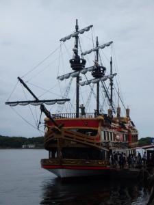 立派な帆船に乗る