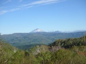オロフレ峠からきれいな羊蹄山 右は尻別岳か