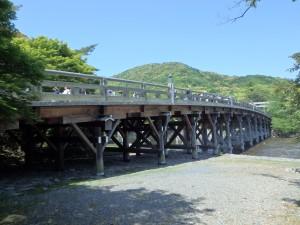 きれいな形の宇治橋